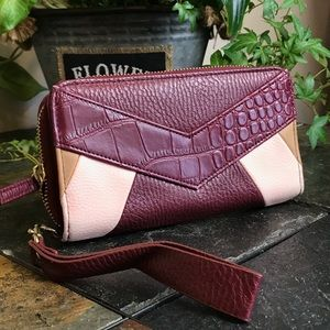 Handbags - 2 in one! Hand bag or wallet barely used